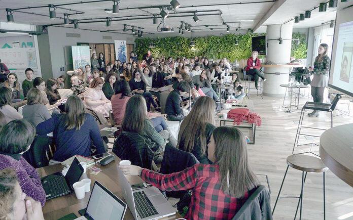 Chicas poderosas en una charla